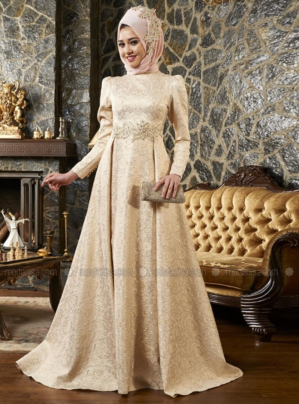 f43d81bcf8d17 Mevra Pudra Kuyruklu Brokar Beli Taşlı Abiye Elbise | Ehl-i Tesettür