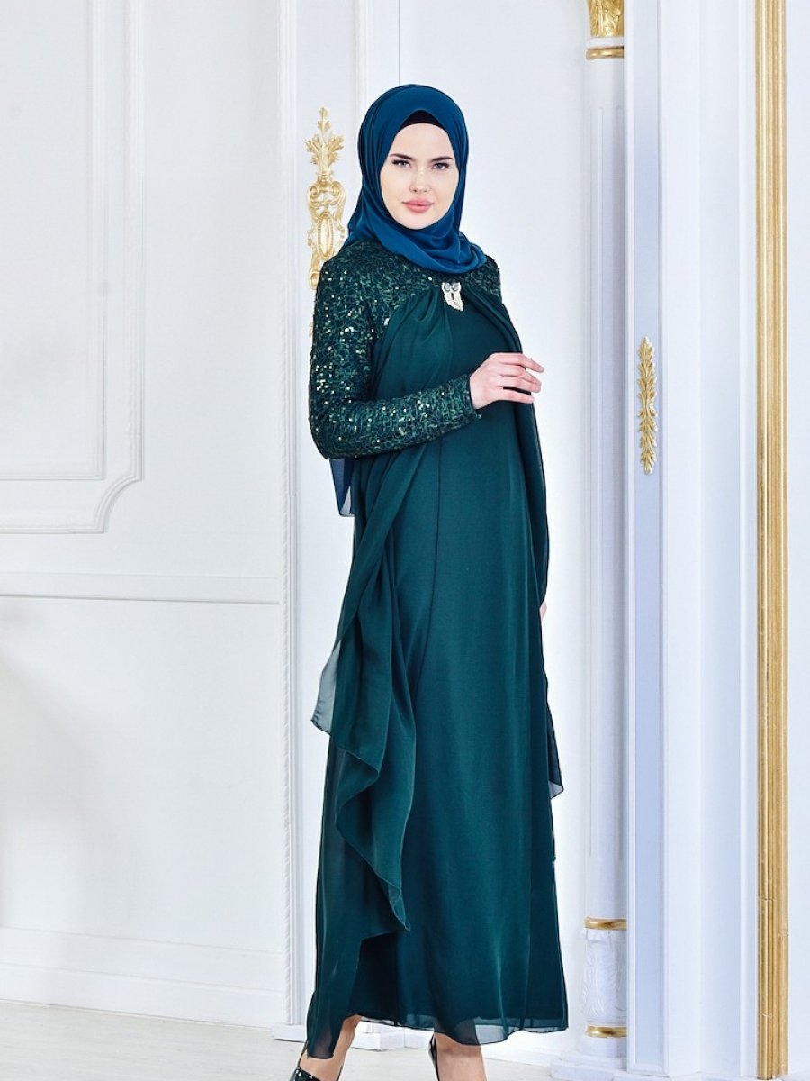948c88f78cf39 Sefamerve Broş Detaylı Şifon Zümrüt Yeşil Abiye Elbise   Ehl-i Tesettür