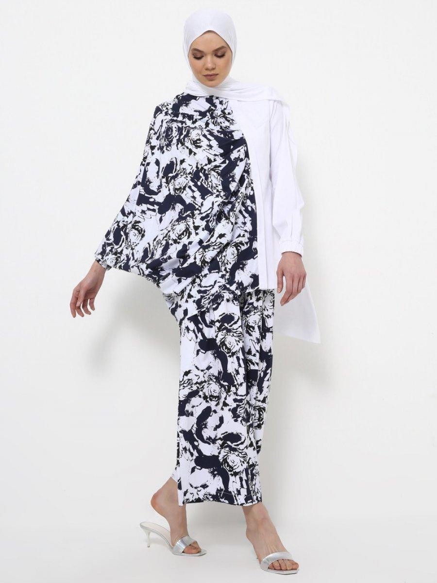 Rabia Z X Modanisa Doğal Kumaşlı Yarasa Kollu Beyaz Tunik