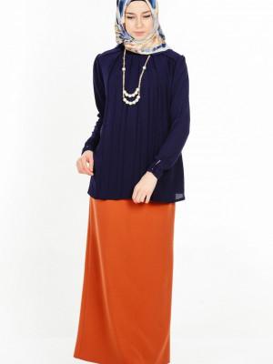 Kolye Detaylı Lacivert Bluz