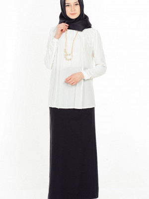 Kolye Detaylı Beyaz Bluz